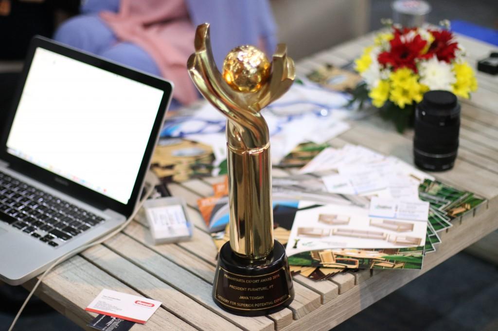 Primaniyarta Award 2016 Trophy